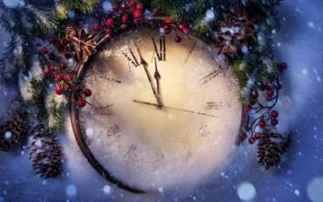 كل عام وأنتم بأمل وخير وفرح