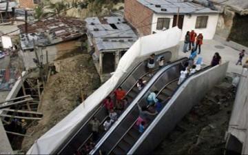 مساعدة فقراء كولومبيا عبر درج عملاق