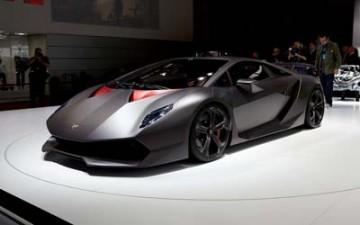 لامبورجيني تكشف عن مواصفات النسخة النهائية من سيارتها الخارقة سيستو إلمنتو