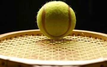 مضارب تنس تُطلع اللاعبين على أدائهم وتقارنه بالآخرين