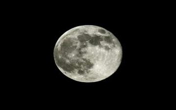 من أين أتى القمر؟