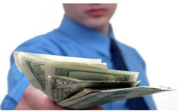 القروض الشخصية بين سوء تقدير الناس وشِباك البنوك