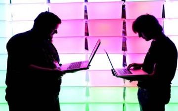 الإنترنت والعزلة الإجتماعية