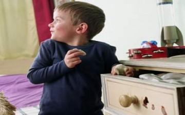 عندما يسرق الصغار.. كيف نعالج الأمر؟