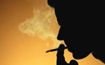 السيجارة في قفص الإتهام