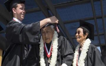 شهادة الثانوية لمعمرين بعد عقود من فصلهما