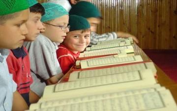 الإجازة الصيفية.. فرصة لتعليم أبنائنا القرآن