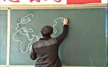 معلم جغرافي  يرسم خريطة العالم في دقائق