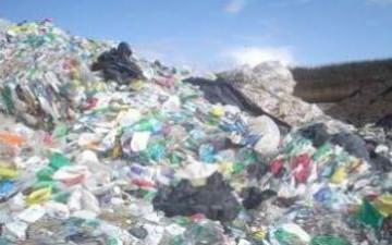 اكتشاف قارة سابعة تتكون من النفايات البلاستيكية