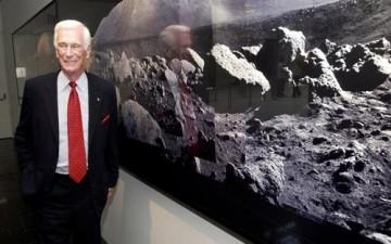 وفاة آخر رائد فضاء مشى على القمر