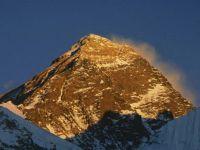 زلزال نيبال يقصِّر «قمة العالم»